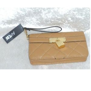 Apt 9 Bags - Apt 9 Cora Quilted Wristlet Wallet Bag NEW